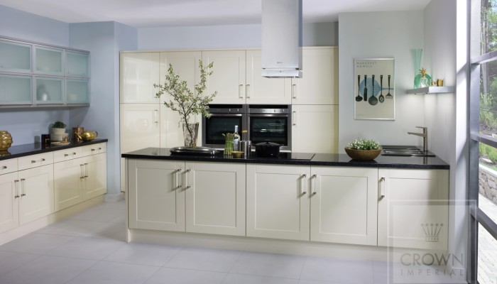 Image of kitchen with oyster shaker gloss cabinets