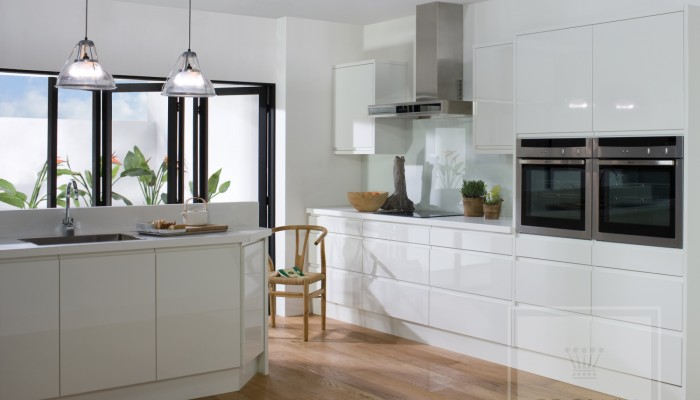 Image of white gloss kitchen with handleless cabinetry