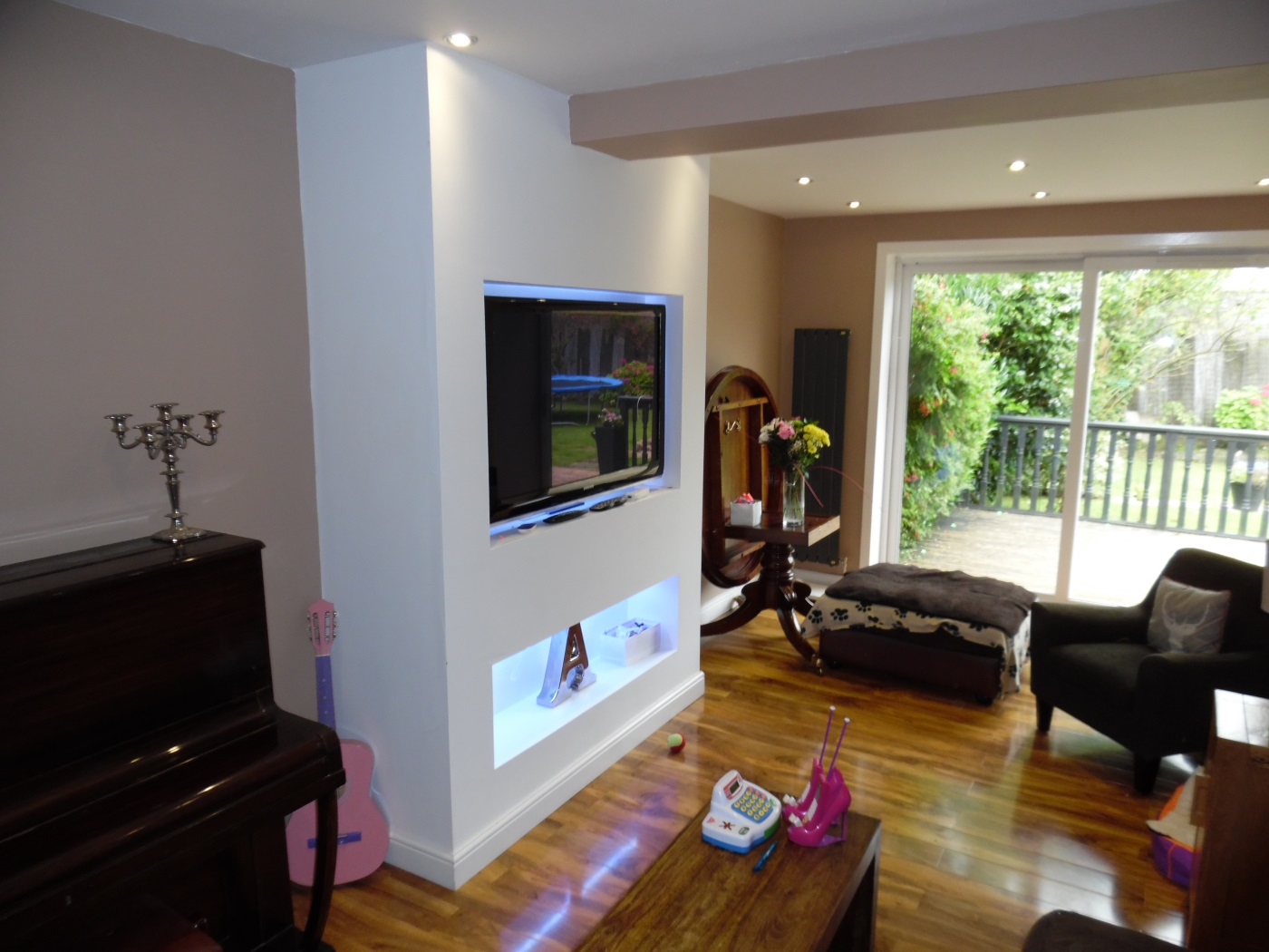 Feature television wall