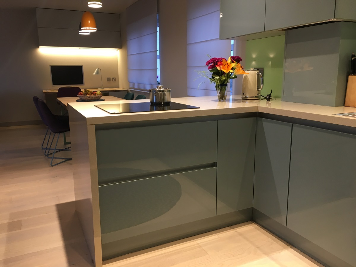 Galaxy White Worktop Wrap Around